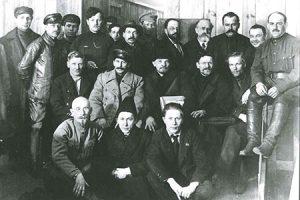 9-й съезд РКП(б), четвертый справа в верхнем ряду Давид Рязанов