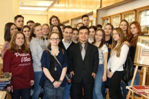 Студенты на церемонии передачи изданий Музею истории Коминтерна от ГПИБ России