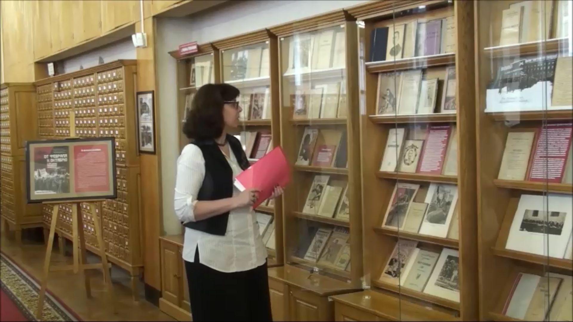 Экскурсию по выставке «От Февраля к Октябрю: Свидетельства эпохи»